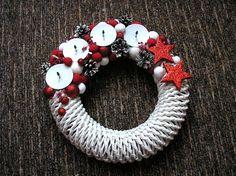 www.pletenizpapiru2cz.estranky.cz - Pletení Christmas Wreaths, Holiday Decor, Home Decor, Art, Holiday Burlap Wreath, Interior Design, Home Interior Design, Home Decoration, Decoration Home