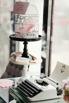 typewriter for people at the wedding to write their messages on! love this idea!!!! Old school vintage ♡