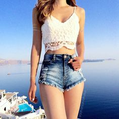 Still in Santorini time zone, slept at 6pm and woke up at 6am! neeeed coffffeeee  #kerinaootd