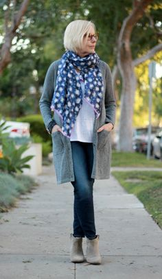 I should wear my long knit sweaters w a big scarf like this