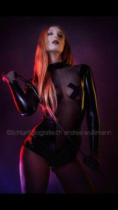 Dark Queen by andrea wullimann lichtartfotografie.ch #solothurn #fotografie #sexy