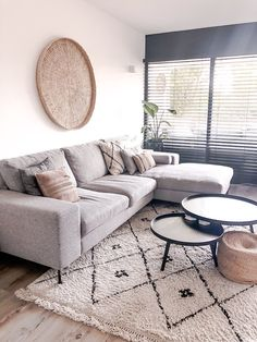 Coffee Table Decor Living Room, My Living Room, Home And Living, Living Room Decor, House Inside, Cozy Place, Living Room Inspiration, Home Decor Bedroom, Apartment Living