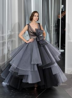 of the Week: Searching for the Sun Another Christian Dior Spring 2012 couture!Another Christian Dior Spring 2012 couture! Christian Dior Couture, Moda Fashion, Fashion Week, Paris Fashion, Gothic Fashion, Runway Fashion, Fashion Trends, Tulle Ball Gown, Ball Gowns