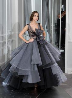 20 looks espectaculares de Dior Haute Couture Look Dior Haute Couture primavera 2012  http://www.glamour.mx/primera-fila/articulos/exponen-los-mejores-disenos-de-alta-costura-de-dior/1436