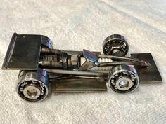 Pink Spark Plug Indy/Formula One Race Car Real Beauty Welding Art Projects, Metal Art Projects, Metal Crafts, Recycled Metal Art, Scrap Metal Art, Art En Acier, Miniatur Motor, Bougie Rose, Sculpture Metal