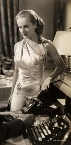 """Carole Lombard facing down the nazis in gold lame in """"To Be Or Not To Be"""" C. Lombard`s costumes by Irene. Old Hollywood Glamour, Golden Age Of Hollywood, Vintage Hollywood, Hollywood Stars, Classic Hollywood, Classic Actresses, Classic Films, Actors & Actresses, Helen Rose"""