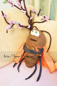Wetfelted giant cockroach