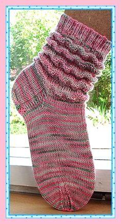 Socks in a wave pattern. Hand-dyed yarn Socks in a wave pattern. Arm Knitting, Knitting Socks, Knitting Patterns, Knitting Wool, Woolen Socks, Knitted Slippers, Patterned Socks, Wave Pattern, Drops Design
