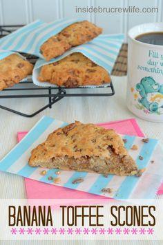 Banana Toffee Scones - easy banana toffee scones that taste like banana bread @brucrewlife #scones #bananabread