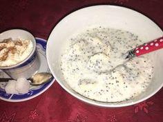 Mennyei CHIA reggeli recept! Könnyen és gyorsan elkészíthető. Laktató és sok rostot tartalmaz. Igazi délig tartó lendület. Chia Puding, Cheeseburger Chowder, Oatmeal, Paleo, Remedies, Food And Drink, Health Fitness, Soup, Sweets