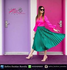 Dark Green Skirt, Light Blue Skirts, Green Pleated Skirt, Pleated Skirt Outfit, Metallic Pleated Skirt, Sneakers Outfit Summer, Skirt And Sneakers, Green Skirt Outfits, Pink Outfits