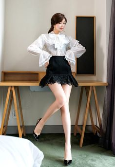Blackpink Fashion, Korean Fashion, Fashion Models, Skirt Outfits, Cool Outfits, Beautiful Legs, Beautiful Females, Girls In Mini Skirts, Sexy Skirt
