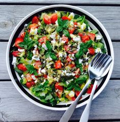 We get this simple salad several times a week throughout the summer. Side Recipes, Real Food Recipes, Vegetarian Recipes, Healthy Recipes, Food N, Good Food, Food And Drink, Brunch Salad, Different Salads