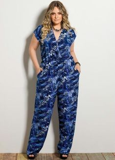 Overall mit Plus-Size-Print Curvy Outfits, Plus Size Outfits, Fashion Outfits, Plus Size Fashion For Women, Plus Size Womens Clothing, Saturday Outfit, Modelos Plus Size, Plus Size Jumpsuit, Looks Plus Size