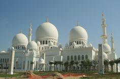 UAEのアブダビにある、世界で3番目に大きいモスク、ザイードモスク