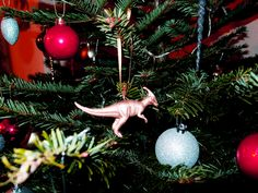 Do it yourself : Toy dinosaur baubles for your DIY Xmas tree |