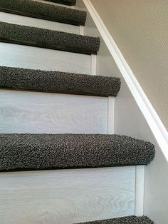 Tiled Staircase, Diy Stair Railing, Staircase Remodel, Wood Stairs, Staircase Design, Home Room Design, House Design, Hallway Coat Storage, Home Renovation