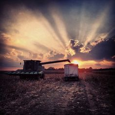 Good memories from when we were little getting combine rides from the old neighbor man! Country Farm, Country Life, Future Farms, Farm Photography, Farmer's Daughter, Old Barns, Farm Life, Sunrise, Scenery