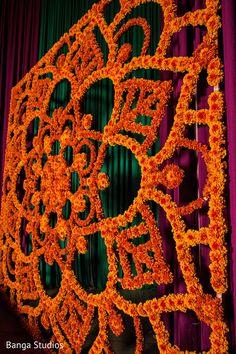 Wedding Backdrop Indian Mehndi Decor 33 New Ideas Desi Wedding Decor, Wedding Stage Decorations, Wedding Mandap, Backdrop Decorations, Diy Backdrop, Festival Decorations, Flower Decorations, Backdrops, Wedding Dress