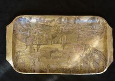 Platou mare din lemn, forma dreptunghiulara, decorat cu schlagmetal auriu si culori acrilice..