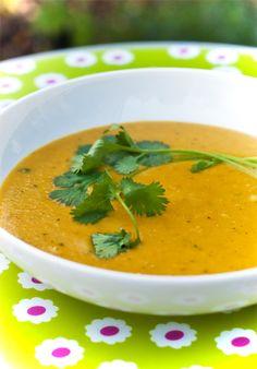 • Indisch angehauchte Möhren-Kürbis-Suppe mit Linsen und Kokosmilch