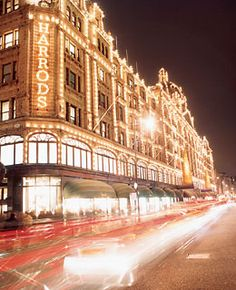 I <3 Harrods and its absolutely beautiful at Christmas time.
