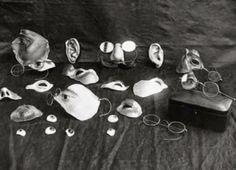 Algunos elementos utilizados para disfrazar lesiones faciales.El inicio de la cirugía plástica.