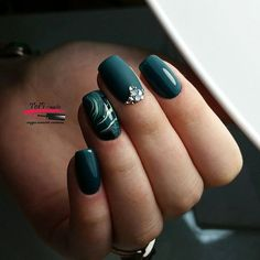 Elegant Emerald Christmas Green Nail Designs You Shoud Do For The Coming Valentine's - Nails Green Nail Art, Green Nails, Green Nail Designs, Nail Art Designs, Holiday Nails, Christmas Nails, Green Christmas, Trendy Nails, Cute Nails