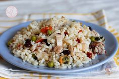 L' insalata di riso di mare un piatto facile e gustoso, perfetto per la stagione calda e perfetto da portare in gita o in ufficio.