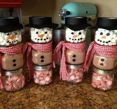 DIY Snowman Jars For Christmas Gifts Snowman made from a baby food jar. The top jar is filled with marshmallows. The middle jar is filled with hot chocolate mix. The bottom jar is filled with mints. Been looking for a craft to do with my baby food jars! Winter Christmas, Christmas Holidays, Christmas Decorations, Christmas Snowman, Christmas Jars, Merry Christmas, Christmas Parties, Christmas Candy, Happy Holidays
