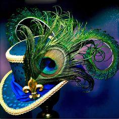 Mini Top Hat Mardi Gras Fleur de Lis by aVioletsBlue on Etsy - Steampunk Mardi Gras Hats, Mardi Gras Outfits, Mardi Gras Costumes, Tutu Costumes, Viktorianischer Steampunk, Steampunk Costume, Steampunk Clothing, Steampunk Fashion, Steampunk Necklace