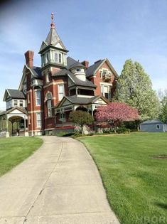 1889 Queen Anne – 2816 N Main St, Findlay, OH – $439,950 | Old House Dreams