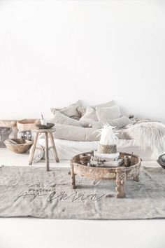 | Decorate with special pieces and add beautiful fabrics! Cozy and easy!