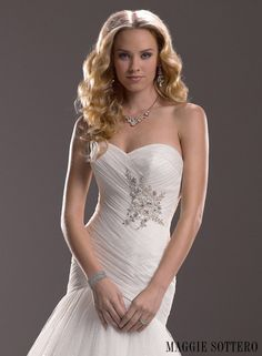 Valerie - by Maggie Sottero