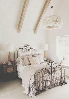 Nice 40+ Romantic Shabby Chic Bedroom Decor and Furniture Ideas https://modernhousemagz.com/40-romantic-shabby-chic-bedroom-decor-and-furniture-ideas/
