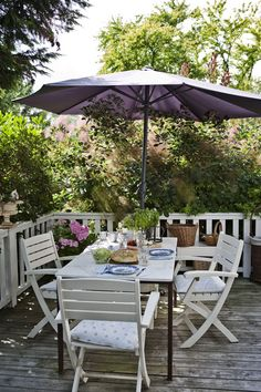 wise living: in style: charming scandinavian cottage Outdoor Tables, Outdoor Spaces, Outdoor Living, Outdoor Decor, Porches, Gazebo, Pergola, Scandinavian Cottage, Porch And Balcony