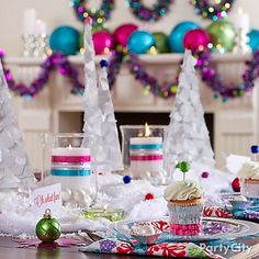 <3 this sparkly snowflake-themed Christmas table! Feels magical and modern with the jewel-tone accents.