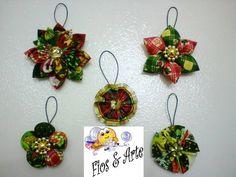 Enfeites para árvore de Natal, de fuxico em flor, confeccionados com tecido de algodão, estampa temática. Kit com 5 peças. R$ 14,95