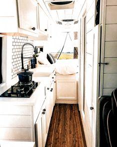 Campervan Interior, Rv Interior, Motorhome Interior, Interior Ideas, Interior Design, Camper Life, Rv Campers, Camper Van, Tiny Camper