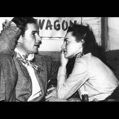 Errol Flynn and Olivia de Havilland relax during the tour to Santa Fe, New Mexico to promote the new Flynn-de Havilland picture, Santa Fe Trail in December Vintage Hollywood, Classic Hollywood, George Custer, Look Back In Anger, Maid Marian, Errol Flynn, Olivia De Havilland, Hooray For Hollywood, Bold And The Beautiful