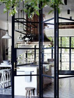 les portes pliantes design en 44 photos lunettes des. Black Bedroom Furniture Sets. Home Design Ideas