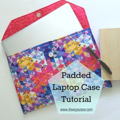 DIY Laptop Bags That Are Sure To Match Your Awesome Style DIY Laptop Bags - Padded Laptop Case - Easy Bag Projects to Make For Your Computer - Cool and Cheap Homemade Messnger Bags, Cases for Laptops - Shoulder Bag and Briefcase, Backpack Clutch Tutorial, Sewing Hacks, Sewing Tutorials, Sewing Crafts, Sewing Projects, Sewing Ideas, Computer Sleeve, Computer Case, Molde