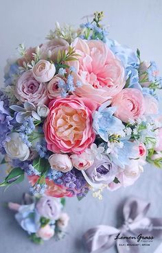 Fresh Wedding Flowers - Have You Ordered These Nine Arrangements For Your Wedding Day? Flowers Nature, Silk Flowers, Spring Flowers, Beautiful Flowers, Bouquet Of Flowers, Purple Flowers, Floral Bouquets, Wedding Bouquets, Wedding Flowers
