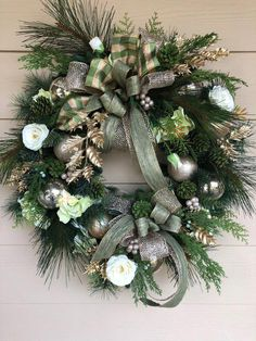 Christmas Wreath, Front Door Wreath, Holiday Wreath, Cream and Gold Wreath Christmas wreath, house d Wreaths For Front Door, Holiday Wreaths, Door Wreaths, Holiday Decor, Christmas Mantels, Christmas Crafts, Christmas Ornaments, Garland Hanger, Gold Wreath