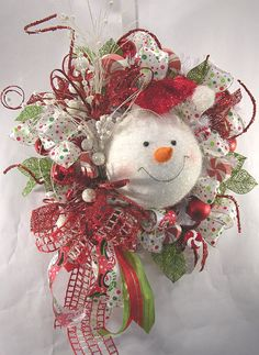 What better way to welcome friends, family and visitors to your home than with a Christmas wreath on your front door, assuming you celebrate the Christmas holiday. Even better would be to create a DIY Christmas wreath that will impress those same friends and neighbors with your skills and are are some Christmas wreath ideas …