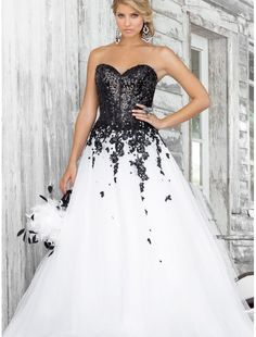 Sweetheart Strapless Neckline Ball Gown Prom Dress with Sequins Boned Bodice