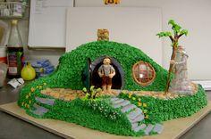 Hobbit Cake http://fc01.deviantart.net/fs70/f/2011/022/6/1/hobbit_hole_cake_v1_by_the_evil_plankton-d37tec0.jpg