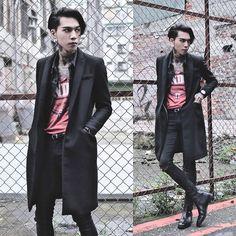 Get this look: http://lb.nu/look/7988688  More looks by IVAN Chang: http://lb.nu/ivan  Items in this look:  Asos Superskinnyjeans, Asos Boots, Zara Vintage Over Coat, Vintage Jacket, Klasse14 Watch   #artistic #street #vintage