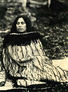 Notable New Zealand Tribal Leader Mihi Kotukutuku Stirling, a high-born woman of Te Whanau-a-Apanui and Ngati Porou; as a leader of her people and was allowed to speak on the marae, a right usually reserved for senior men. Old Pictures, Old Photos, Polynesian People, Polynesian Art, Waitangi Day, Maori People, Tribal People, Long White Cloud, Maori Designs