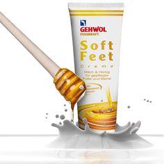 Die Creme vereint Milch- und Honigextrakt und Hyaluron. In der GEHWOL FUSSKRAFT Soft Feet Creme tritt Milch- kombiniert mit Honigextrakt auf, bindet Wasser in der oberen Hautschicht und schützt vor dem Austrocknen, indem sich die enthaltenen Milchproteine wie ein feiner, seidiger Film auf die Haut legen. Ergänzt wird die Gesamtrezeptur der Soft Feet Creme mit Hyaluron, das ebenfalls große Mengen Feuchtigkeit bindet und die Pflege für trockene Haut optimiert.